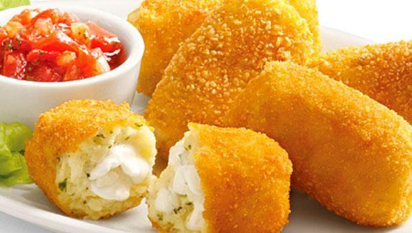 Croquetas de queso Croquetas de papa y muzzarella