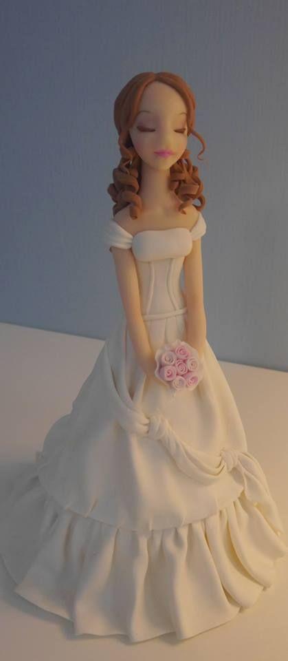 Figura de novia modelada en azucar