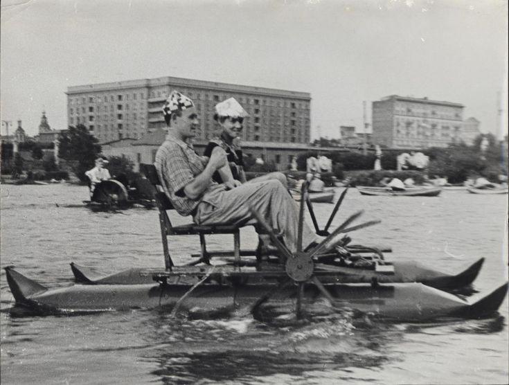Катание на катамаранах в Парке Горького, 1950-е