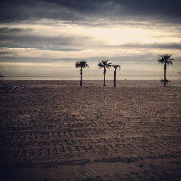 Alba sulla spiaggia di Rimini - Instagram by francescomagnani