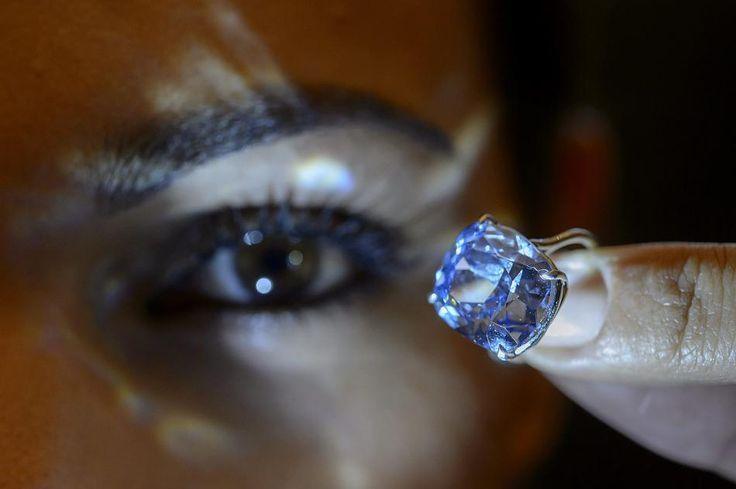 'Blue Moon': sold for 45 million Euro.  bluemoon #diamond #diamant #blau #auction #auktion