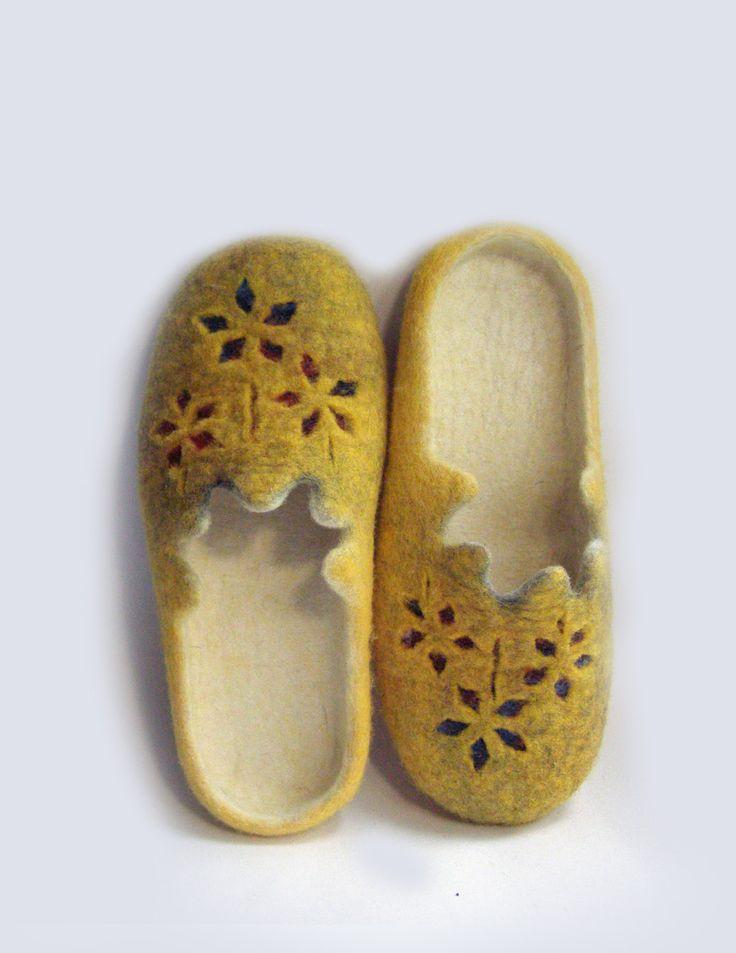 Women felted wool slippers Flower / handmade wool clogs/ yellow white red felt slipper/ Women house shoes (75.00 USD) by elijana