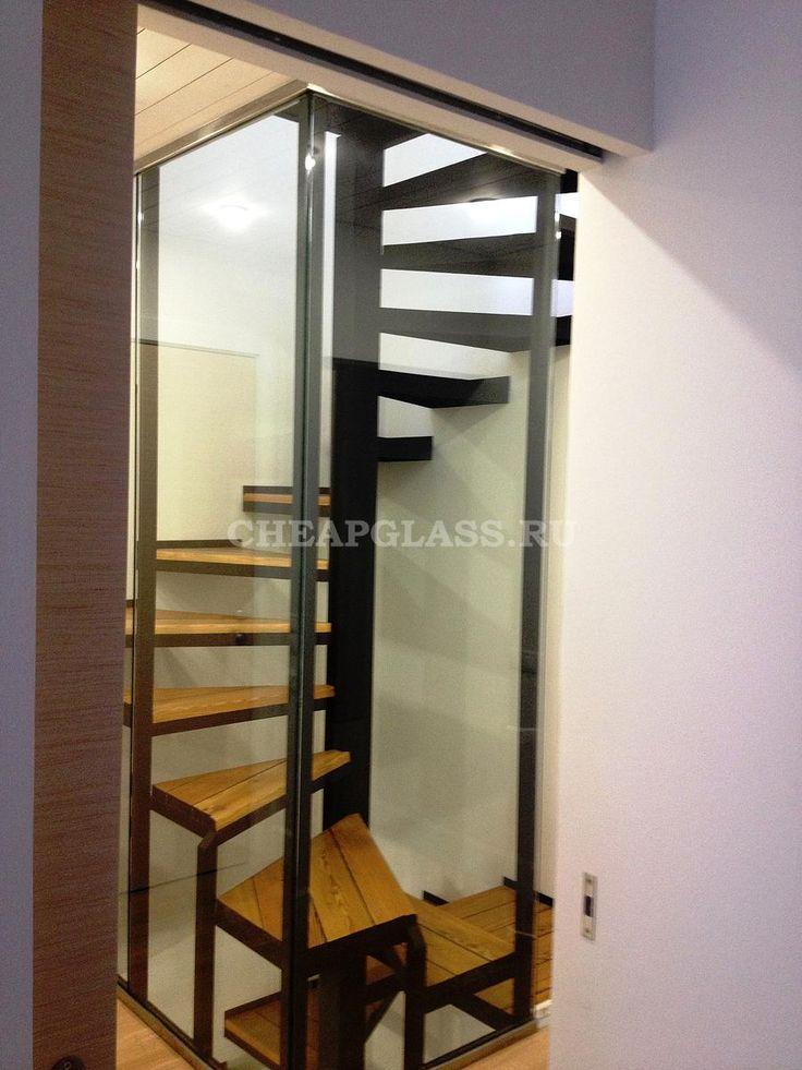 Стеклянное ограждение винтовой лестницы. ЖК Бристоль. Glass partitions on stairs.