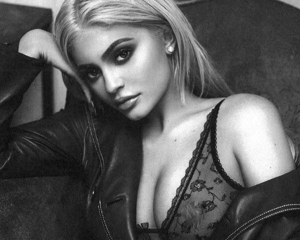 Kylie Jenner Lingerie Shoot: Why Did She Bare The Nipple? - http://www.morningledger.com/kylie-jenner%e2%80%ac-lingerie-shoot-why-did-she-bare-the-nipple/13124188/
