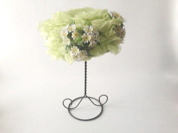 Vintage printemps Hat, chapeau des années 1960, chapeau vert fleurs, chapeau de Chartreuse, Apple Blossom Hat
