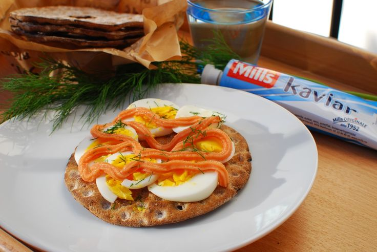 Smørbrød med kaviar og egg