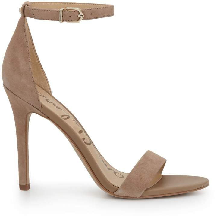 This model is also versatile—it comes in chic nude, elegant black, or an assortment of graphic colors. Wear it with an evening dress for a knockout impression! #prom #sandals #eveningdresses #eveninggowns