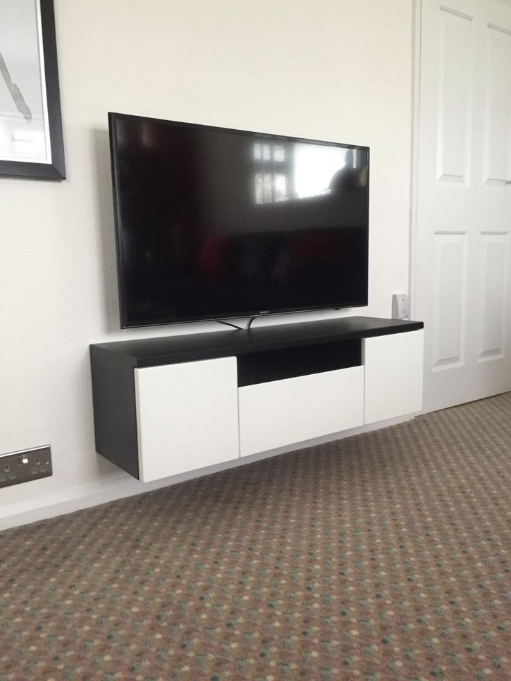 TV cabinet, media cabinet by Cabinet Maker, Gill Martinez. Manchester, England. #tv #tvcabinet #mediacabinet #cabinet #cabinetmaker #handmadefurniture #furniture #livingroom #manchester