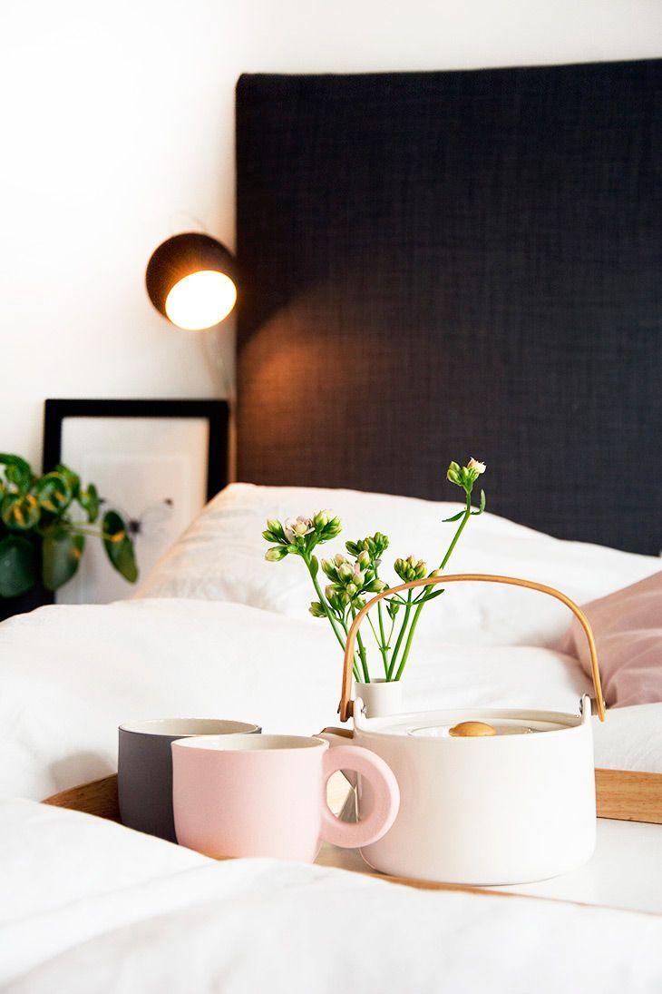 Inspiration til en nem og enkel sengegavl og to flotte DIY sengeborde med et IKEA hack - læs med og se billeder her