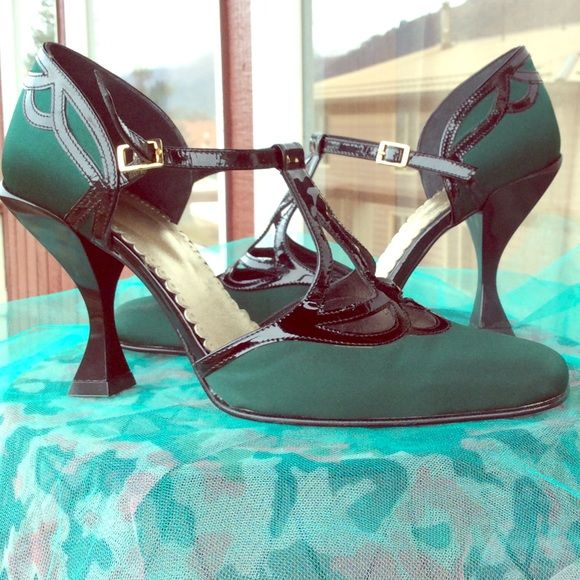 ⚡️Flash Sale⚡️John Fluevog Green satin heels 8.5 RARE From The John Fluevog Memories Collection. Hunter green satin with black leather straps and detail. These definitely run small. I usually wear a 7 and these fit me like a glove. Only worn indoors once for an event. Rare, hard to find style! John Fluevog Shoes Heels