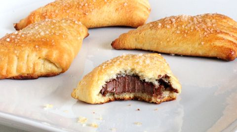 Two-Bite Nutella Turnovers: Easy Nutella, Chocolates Turnovers, Nutella Chocolates, Nutella Creations, Nutella Crescents, Food, Two Bit Nutella, Involvement Nutella, Nutella Turnovers