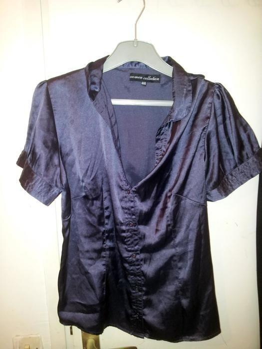 chemisier violet en soie  d'été manche courte avec bouton, taille cintrée, assez court, à porter plutôt en jupe ou s'il es...