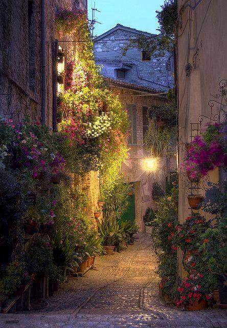 Spello, Umbria, Italy (via La Toscana)