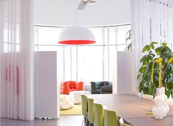 Design hanglamp hoogglans wit, binnenzijde decor