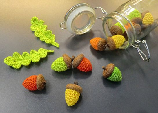 Gehäkelte Eicheln und Blätter | DIY LOVE
