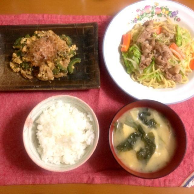 ・塩焼きそば ・ゴーヤチャンプル ・小松菜と筍のお味噌汁 ・ご飯 - 13件のもぐもぐ - 塩焼きそば by sorachin