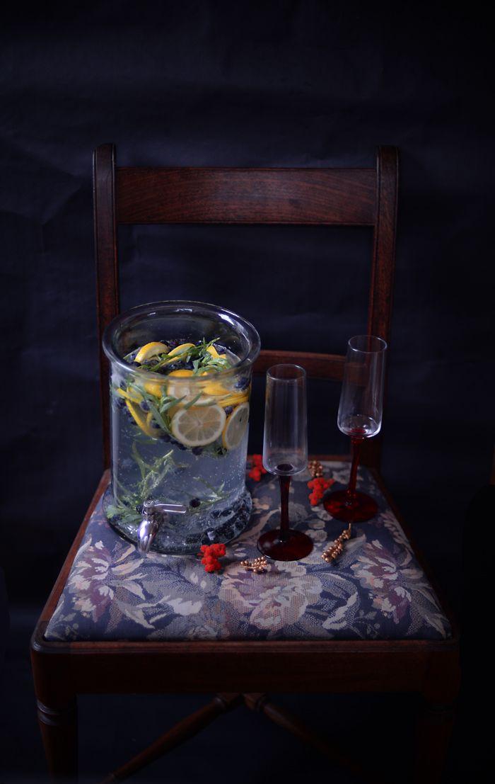 Lemon & Vanilla: Blueberry, Tarragon and Vodka Punch and Happy 2017 / Ponche de Vodka com Mirtilos e Estragão e um muito, muito Feliz 2017.