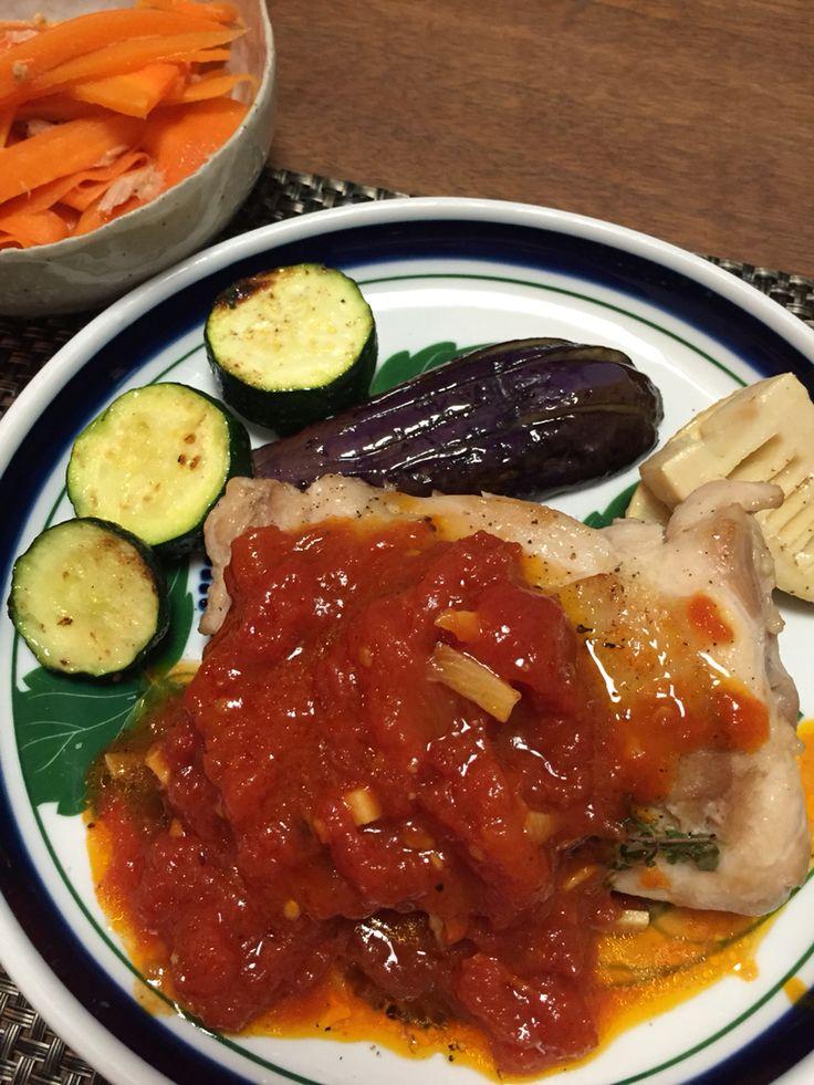 Chichen sauté with tomato sauce