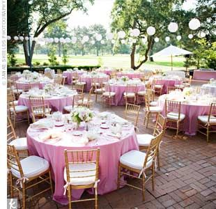 I Love The Overall Look Of This: Blush Colored Linen Tablecloths, Champagne  Colored Napkins