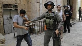 نتنياهو يعتزم منح الشرطة الإسرائيلية سلطة استخدام الرصاص ضد رماة الحجارة الفلسطينيين - BBC Arabic