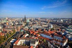 Excursiereis 5 dagen Hamburg en Lübeck  Hamburg is de tweede stad van Duitsland en heeft de grootste haven van het land. Drie rivieren stromen dwars door Hamburg. U vindt er vele bruggetjes gezellige straatjes en grachten. Hamburg is ook een geweldige winkelstad. Voor vertier moet u in de wijk St. Pauli zijn met de bekende Reeperbahn. Naast Hamburg bezoeken we Amelinghausen en maken we een mooie tocht door natuurpark de Lüneburger Heide.  EUR 269.00  Meer informatie  #vakantie…
