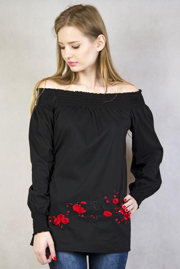 Czarna koszula z hiszpańskim dekoltem i czerwonymi kwiatami