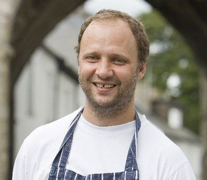 Simon Rogan wins AA's Chef of the Year Award http://www.cumbriacrack.com/wp-content/uploads/2016/09/Simon-Rogan.jpg The AA have announced that Simon Rogan has been voted by other top UK chefs as Chef of the Year 2016. http://www.cumbriacrack.com/2016/09/27/simon-rogan-wins-aas-chef-year-award/