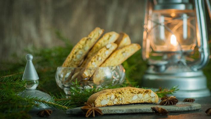 Biscotti med anis og mandler Biscotti with aniseed and almonds