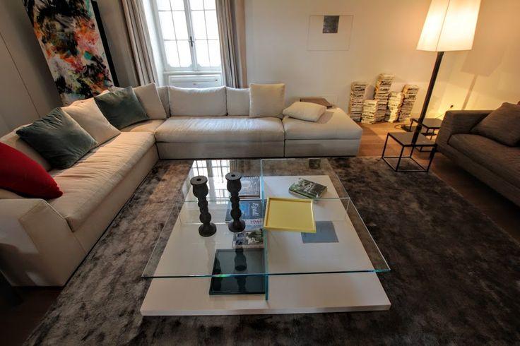 Opportunità di Luglio: tavolo basso Clooney crystal cm 150x150 base laccata lucida bianca. In esposizione presso Meridiani Store by Ikonos.