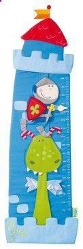 Esta tabla de crecimiento de inspiración feudal documentará el crecimiento de su hijo en una estética divertida y colorida. Con caras amables y tonos brillantes, este caballero y el dragón parecen estar animando el crecimiento de tu bebé. Una adición de la diversión a la pared de un niño. Materiales: policarbonato, algodón / poliéster Medidas: altura 135 cm Medidas en el sistema métrico sólo Made in China | by Margaret Everton