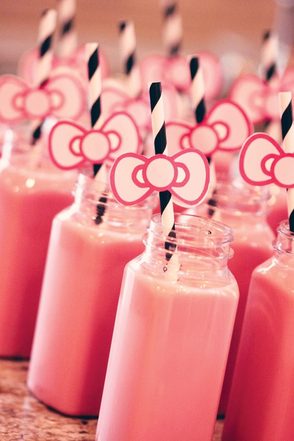 These would be great drinks to have at a Hello Kitty themed party