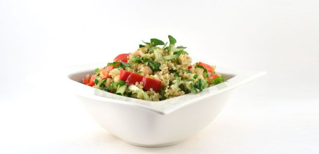 Bulgur is echt een lekker product om door je salade heen te doen. Het is lekker, bevat minder koolhydraten dan pasta of rijst en het is ontzettend vezelrijk