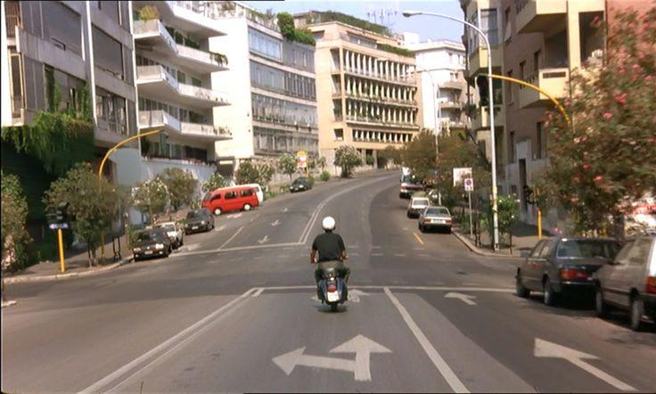 """Nanni Moretti attraversa viale Bruno Buozzi (quartiere Parioli). Scena da """"Caro diario"""" (1993) --- #cinema #Roma"""