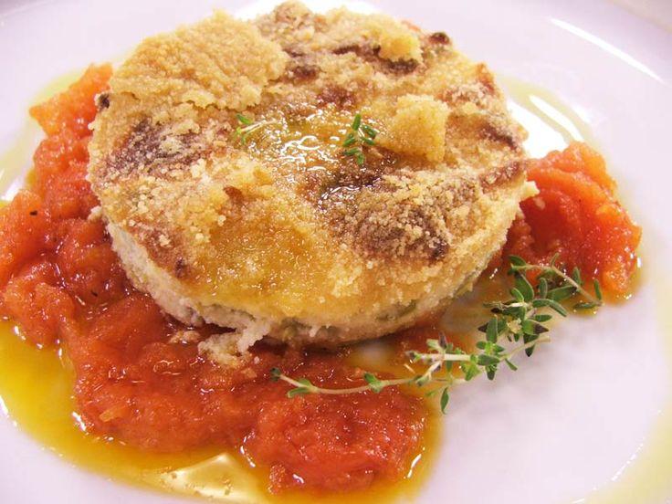 A Genova e in tutta la Liguria, il polpettone di patate e fagiolininon è il classico mix di carne, ma una torta di verdure realizzata con un impasto principalmente a base di fagiolini e patate, ingredienti che spesso si ritrovano nella cucina ligure.