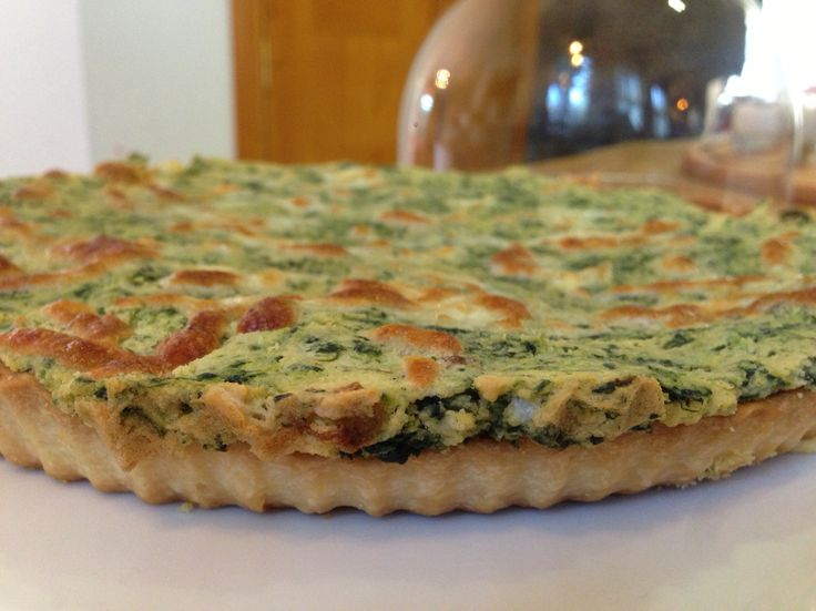 Spinach & hummus quiche with spicy olive oil topping
