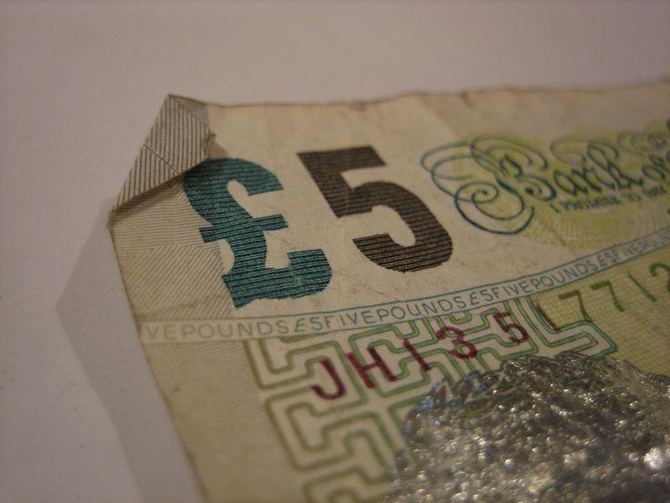 Londres barato: Trucos y consejos para ahorrar en tu escapada a Londres londres barato 2016 Teniendo en cuenta las últimas tasas de conversión de divisas en relación con el euro, 1 libra está costando alrededor 1,40 euros al cambio, lo que debes t