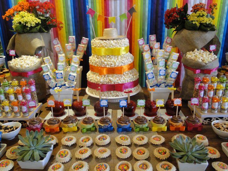 Festa Junina - bolo de pipoca  http://arquitetadefofuras.wordpress.com/2012/06/22/festa-junina-viva-sao-joao/