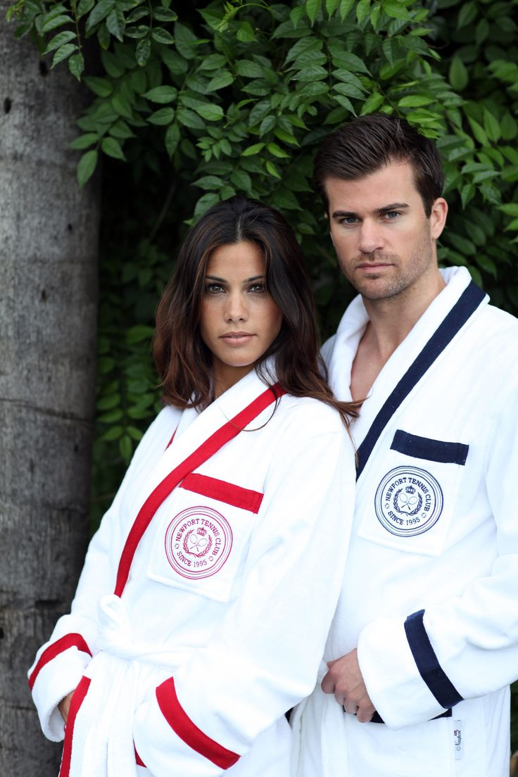 Wingfield Bathrobes. By Newport Collection. Crisp white bathrobe with red details and embroidered Tennis Club logo. Made from 100% cotton in Turkey. Unisex. Öko-Tex. Available colors: Red/White and Blue/White. #Newport #Newportcollection #wingfield #bathrobe #tennis #tennis-club