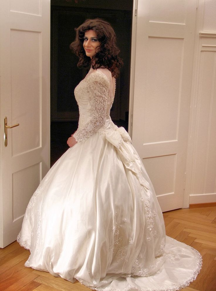 Transvestite bride transvestite pinterest celine and for Wedding dresses for tall skinny brides