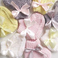 Чахну над этим богатством, пока не рассталась! #knit #knitting #i_loveknitting #knitgram #babyknits #babyboots #вязание #пинетки #носочки #екб #екатеринбург #Padgram