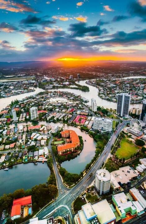Sunset from 77th floor, Skypoint Australia..