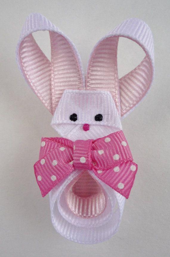 Conejo de Pascua escultura en cinta por TakeABowHandcrafts en Etsy