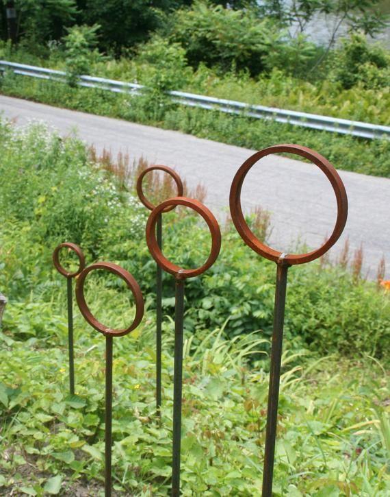 Ring Stake Garden Stake Rustic Wedding Path Marker Garden Etsy Metal Garden Art Garden Art Sculptures Metal Yard Art