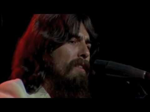 my sweet Lord George harrison    George Harrison cumple hoy 67 años pero lamentable murio en 2001.Hoy lo queremos celebrar en un concierto que hizo George y muchos amigos para Bangladesh en 1971.