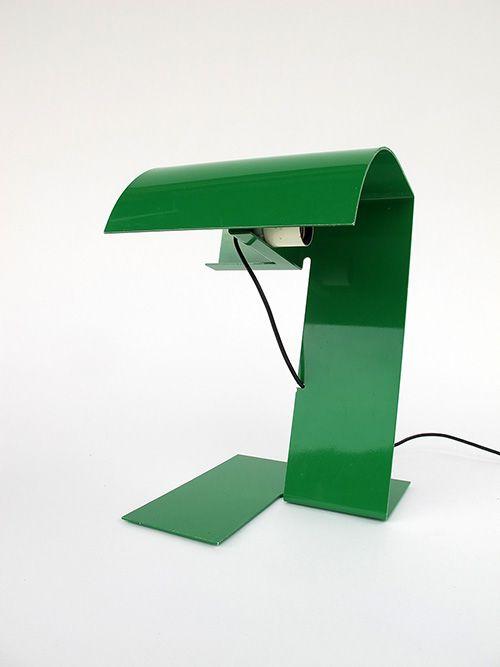 Bliz / Designer Trabucchi Fabiano, Vecchi M. and Volpi Leonardo. Manufacture Stilnovo. Bent aluminium sheet, painted green. Circa 1970. Height 37cm. Via Ch Design Furniture
