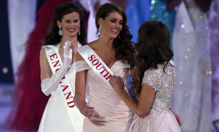 Afrique du Sud - Miss monde: Accueil triomphal chez elle de Rolene Strauss - 21/12/2014 - http://www.camerpost.com/afrique-du-sud-miss-monde-accueil-triomphal-chez-elle-de-rolene-strauss-21122014/?utm_source=PN&utm_medium=CAMER+POST&utm_campaign=SNAP%2Bfrom%2BCamer+Post