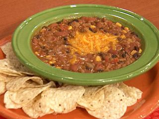 Rachael Rays Taco Soup Ingredients 1 lb ground beef or ground turkey 2 cans kidney beans 2 cans black beans 1 can pinto beans 1 can corn 1 can diced tomatoes 2 cans diced tomatoes with chilies (adds a little kick!) 1 chopped onion 1 packet taco seasoning 1 packet powdered ranch dressing 1 large bag tortilla chips Yields: Serves 8 to 10 Preparation Chop onion and add to ground meat until browned. Rinse cans and pour beans, corn, tomatoes and seasoning (including liquid) into l...