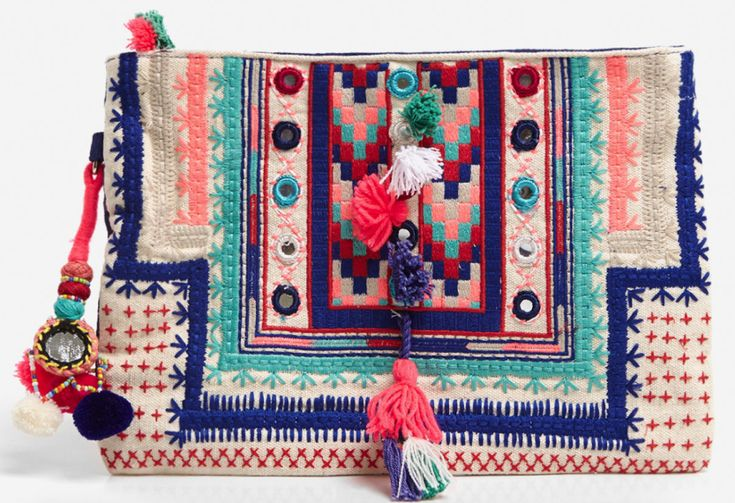 Pochette ethnique ecru broder bleu, rose, rouge, turquoise, à miroirs, pompons, rose, bleu, noir Oysho