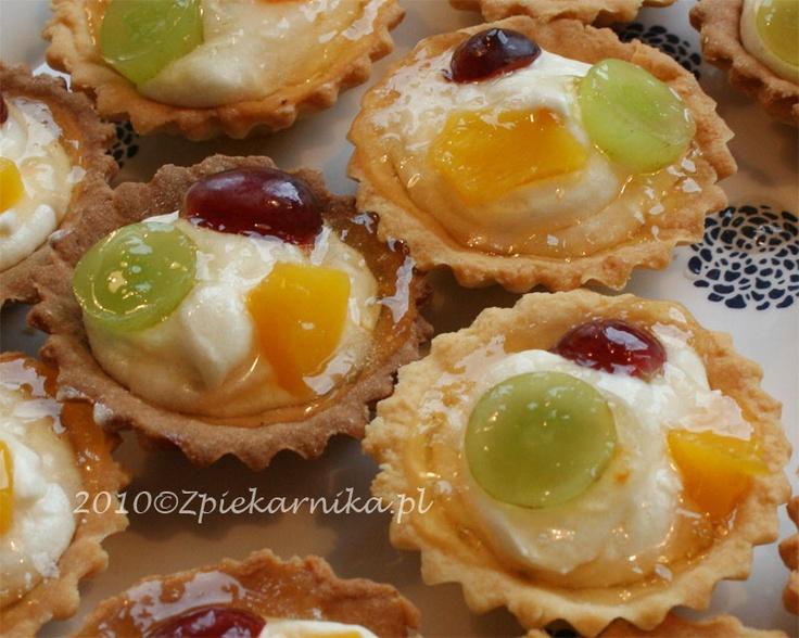 BABECZKI Z OWOCAMI Babeczki with cream and fruit