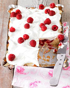 Himbeerkuchen mit Frischkäse-Topping - Backen im Sommer - [LIVING AT HOME]